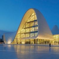Artigianato ingegnerizzato e 230 mc di legno per l'auditorium a Baku di Zaha Hadid