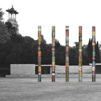 Una fila multicolore di colonne per il Padiglione di Mies a Barcellona