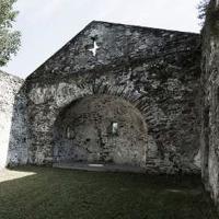 Progettare la copertura per proteggere le rovine della chiesa romanica