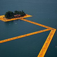 The Floating Piers: ecco com'è fatta la passeggiata sull'acqua di Christo
