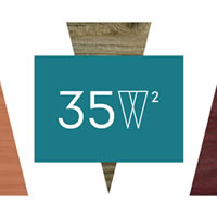 35w². La zona living con il legno si trasforma per diventare spazio per la convivialità