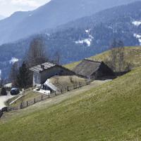La casa nascosta sotto la collina, con vista Dolomiti: l'ultimo progetto del giovane Pavol Mikolajcak