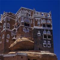 Dalla Terra al Cielo: una mostra fotografica per scoprire le architetture dello Yemen