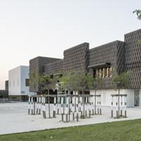 Alle porte di Parigi, la scuola rompe ogni standard: l'esperienza di Vincent Parreira Atelier Architecture