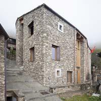 Architettura alpina contemporanea: un passaggio a nord-ovest? Ostana e l'architettura delle Alpi Occidentali