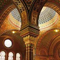 Progettazione degli edifici per il culto. Come l'architettura interpreta le diverse liturgie