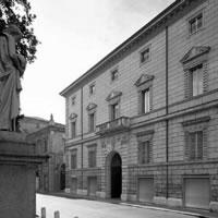Restauro e riqualificazione funzionale del piano terra di Palazzo Montecuccoli degli Erri nel centro storico di Modena