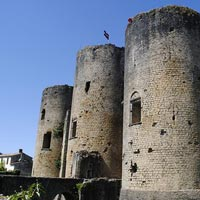Château de Villandraut a Langon: un cantiere didattico in Francia per l'anno europeo del patrimonio
