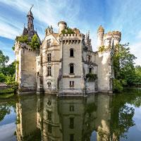 Common Ruins. Una struttura turistico-ricettiva d'avanguardia nelle rovine di un castello gotico nella Loira