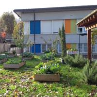 Il Giardino di Corte: un percorso verde per la comunità di mamme e bambini di CasArché a Milano