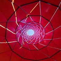 Coachella Festival. Le torri colorate di Francis Kéré e la sua filosofia progettuale sostenibile