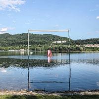 Floating Pavilion. Abitare sull'acqua riciclando i fusti della birra, la proposta di 65 studenti per W.A.Ve 2019
