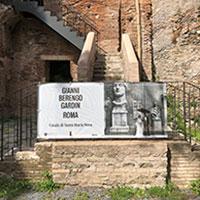 La Roma di Berengo Gardin nel progetto allestitivo di COR Arquitectos e Flavia Chiavaroli, tra colori, contrasti e prospettive