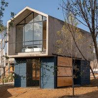 Social housing rurale, la proposta di Francisco Pardo Arquitecto: una casa che evolve con le necessità della comunità