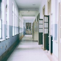 Ai sindaci e ai presidenti di provincia il potere di affidare i progetti delle scuole al minor prezzo