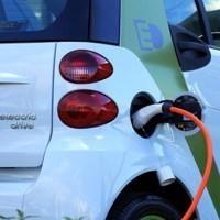 Ricarica per veicoli elettrici nei condomini (e non solo): nuovi obblighi dal 9 dicembre 2020